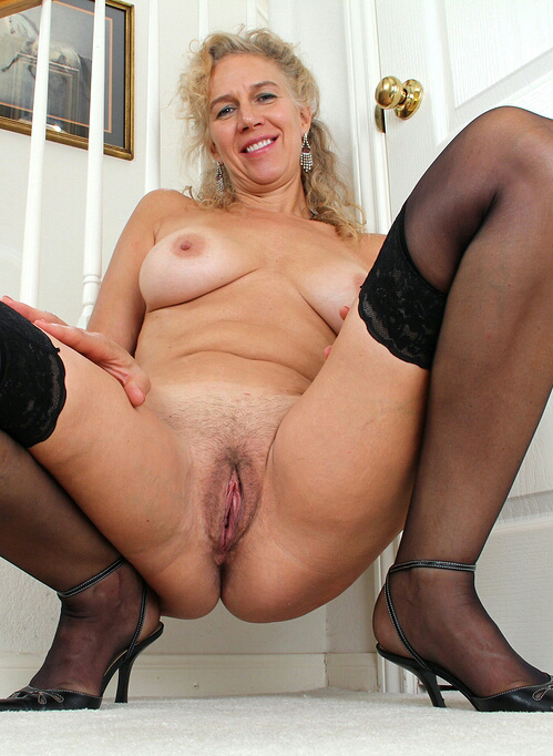 cougars fellations blonde nue